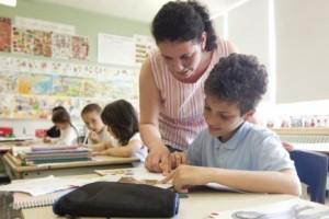 342646-enseignante-classe-accueil-eleves-2e