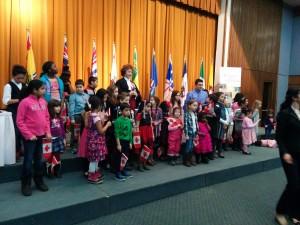 """Crianças cantando """"O Canada"""""""
